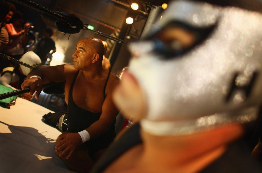 10. LONDYN, ANGLIA: Chwila skupienia i koncentracji przed rozpoczęciem show. (Foto: Daniel Berehulak/Getty Images)