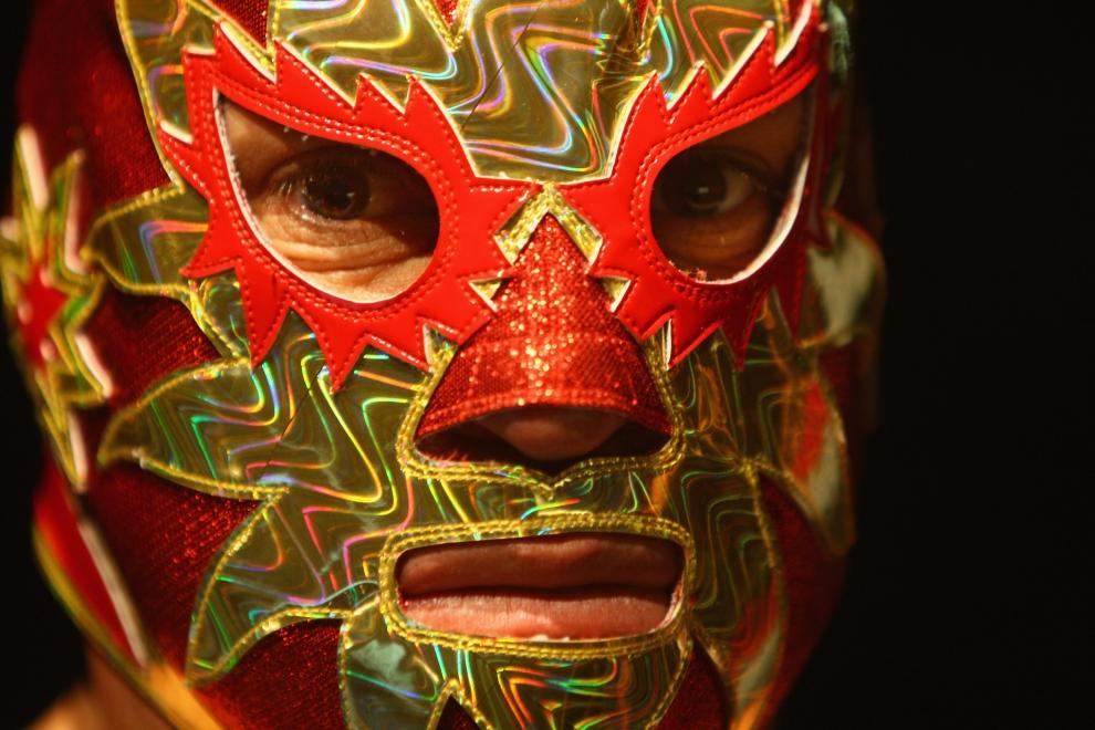 11. LONDYN, ANGLIA: Mrożące spojrzenie meksykańskiego luchador'a w czasie konferencji prasowej przed walką. (Foto: Daniel Berehulak/Getty Images)