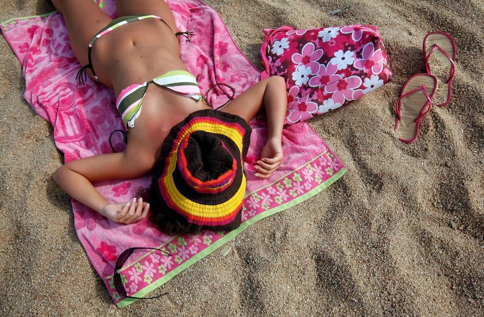 15. LLORET DE MAR, HISZPANIA - SIERPIEŃ: Esencja plażowego klimatu ;D . (Foto: Cate Gillon/Getty Images)