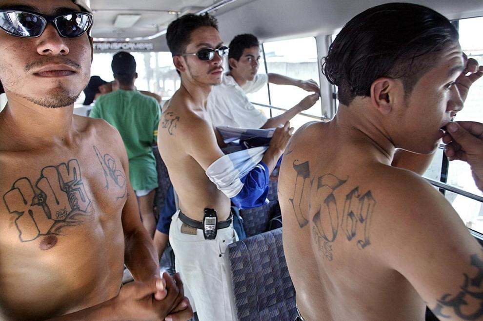 """25. SALWADOR: Członkowie """"Mara 18"""" przechodzący proces resocjalizacji w stolicy kraju. AFP PHOTO/Yuri CORTEZ"""