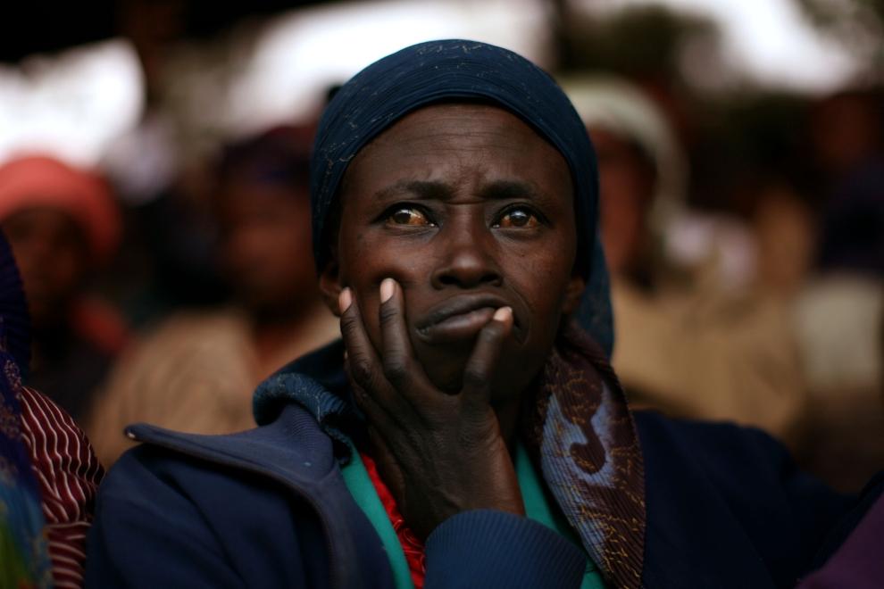 30. KENYA, NAKURU: Zamyślona twarz Kenijki chroniącej się w obozie Nakuru. (Foto: Uriel Sinai/Getty Images)