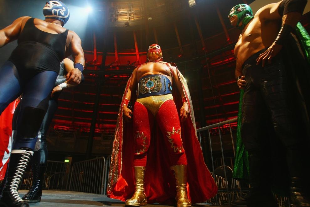 3. LONDYN, ANGLIA: Grupa luchadores pozuje dla fotoreporterów. (Foto: Daniel Berehulak/Getty Images)