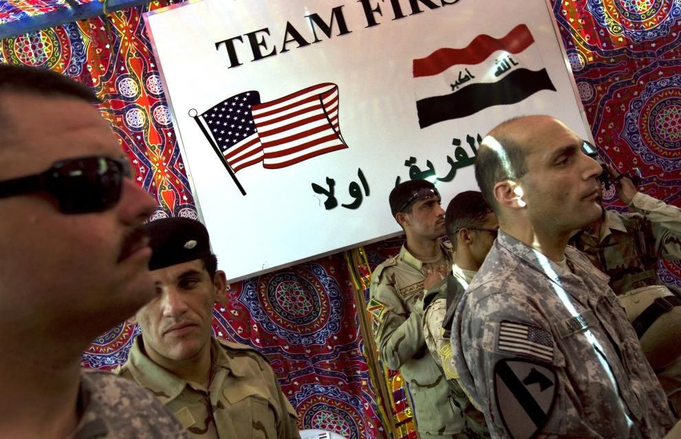 11. IRAK, Bagdad: Ceremonia przekazania posterunku w mieście Sadr, niegdyś bastionu antyamerykańskiego oporu. AFP PHOTO/DAVID FURST