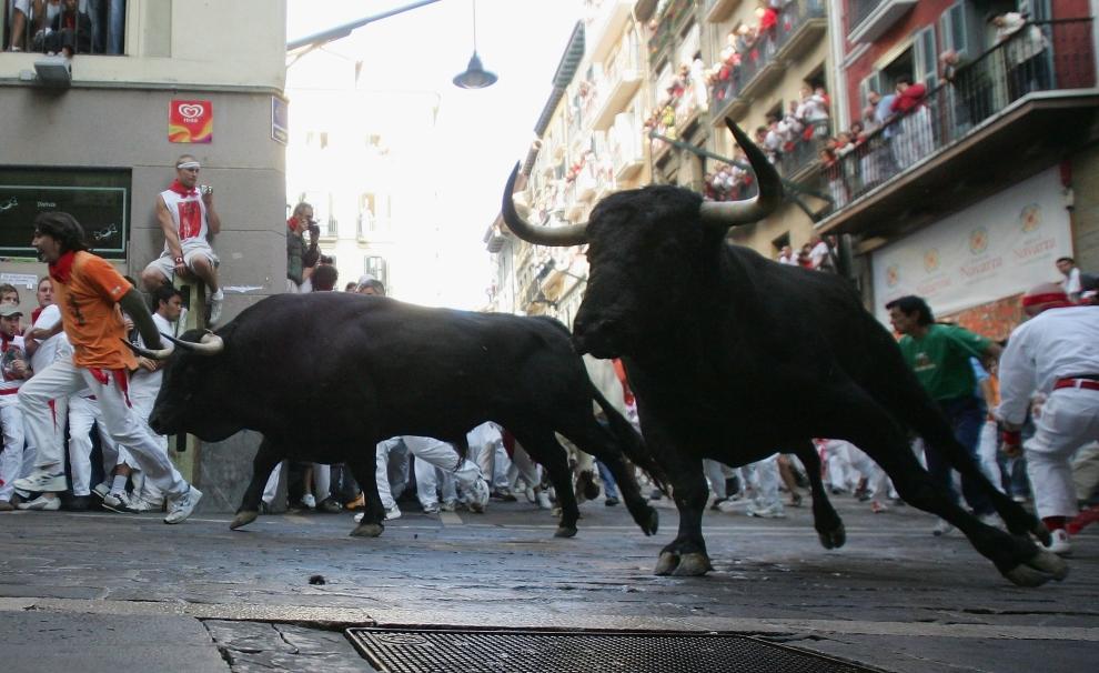12. HISZPANIA, Pampeluna: Zakręt jednej z ulic na trasie gonitwy. (Foto: Denis Doyle/Getty Images)