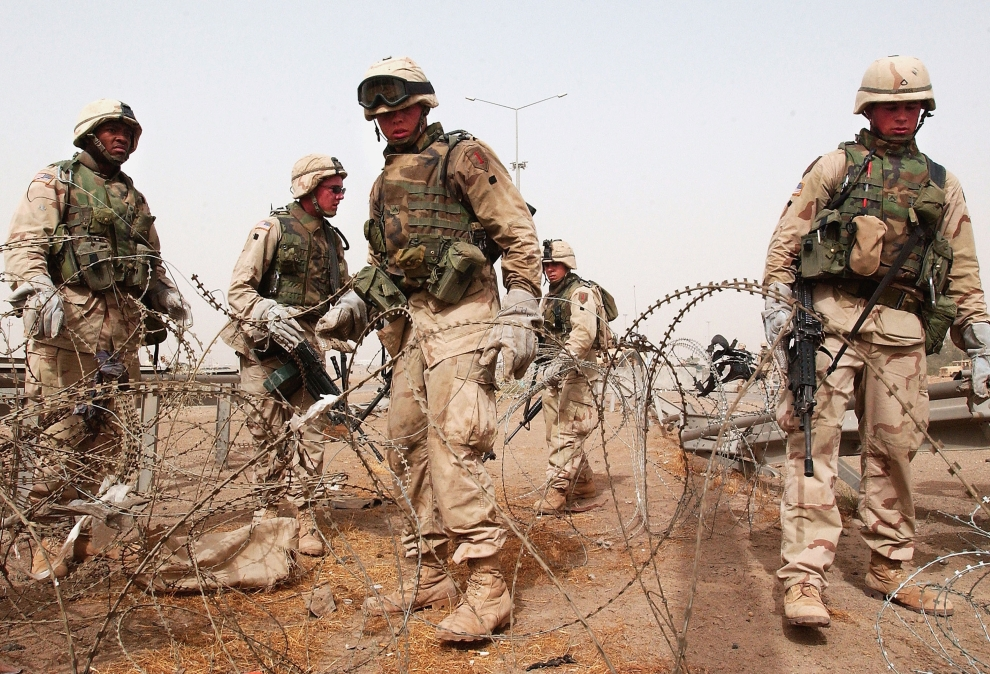 12. IRAK, Falludża: Odziały usuwają zasieki z drutu kolczastego na przedmieściach Falludży. (Foto: Wathiq Khuzaie/Getty Images)