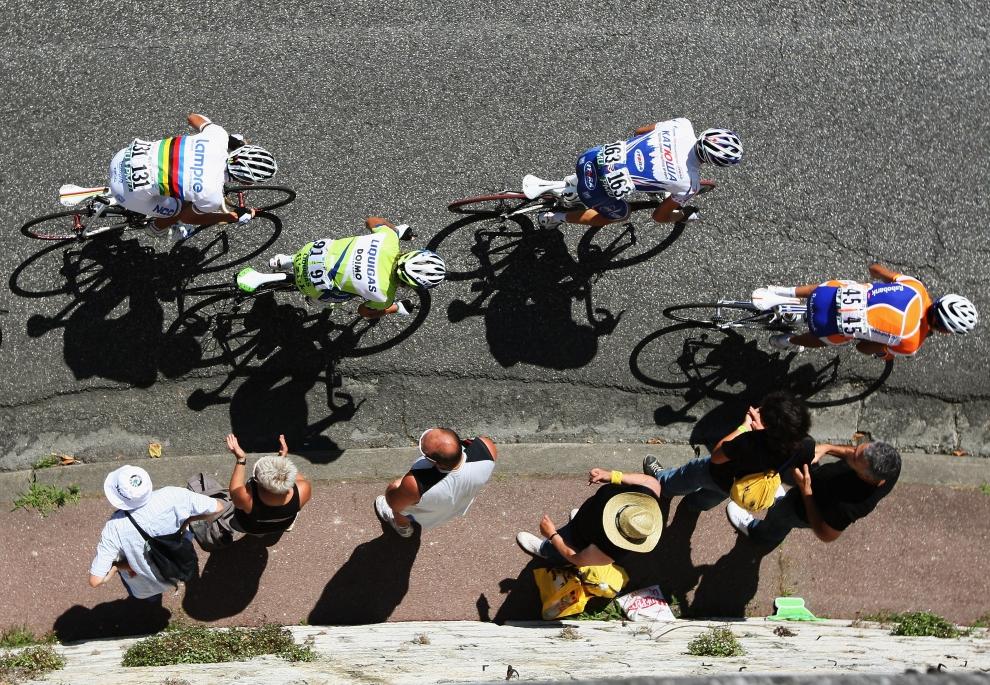 16. FRANCJA, Saint-Gaudens: Juan Manuel Garate (Hiszpania) prowadzi uciekającą grupę na etapie z Saint-Gaudens do Tarbes. (Foto: Bryn Lennon/Getty Images)