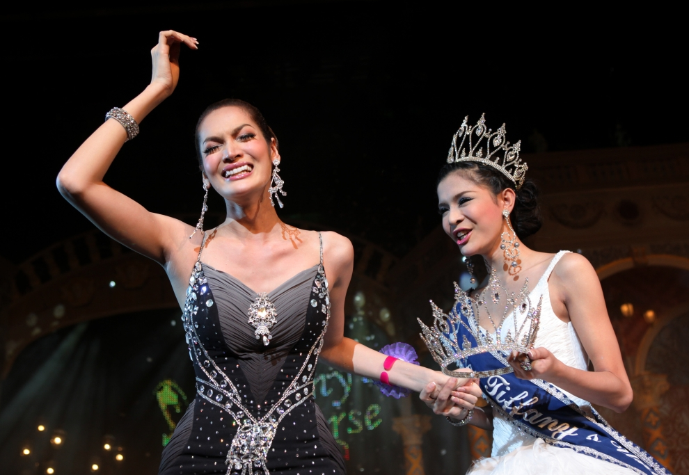 """20. TAJLANDIA, Pattaya: Dwudziestoletnia Sorrawee Nattee cieszy się ze zdobucią tytułu """"Miss Tifffany Universe 2009"""". (Foto: Paula Bronstein/Getty Images)"""