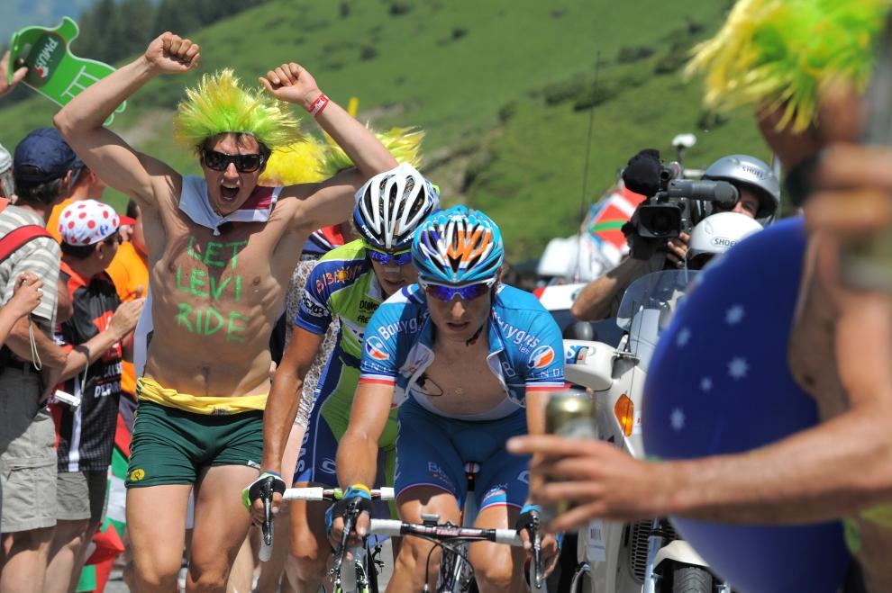 23. FRANCJA, Tarbes: Pierrick Fedrigo (Francja) na trasie etapu z Saint-Gaudens do Tarbes. AFP PHOTO PATRICK HERTZOG