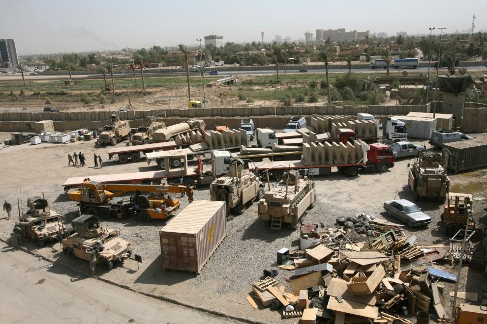 22. IRAK, Bagdad: Demontaż betonowych barier na posterunku w mieście Sadr. AFP PHOTO/ALI AL-SAADI