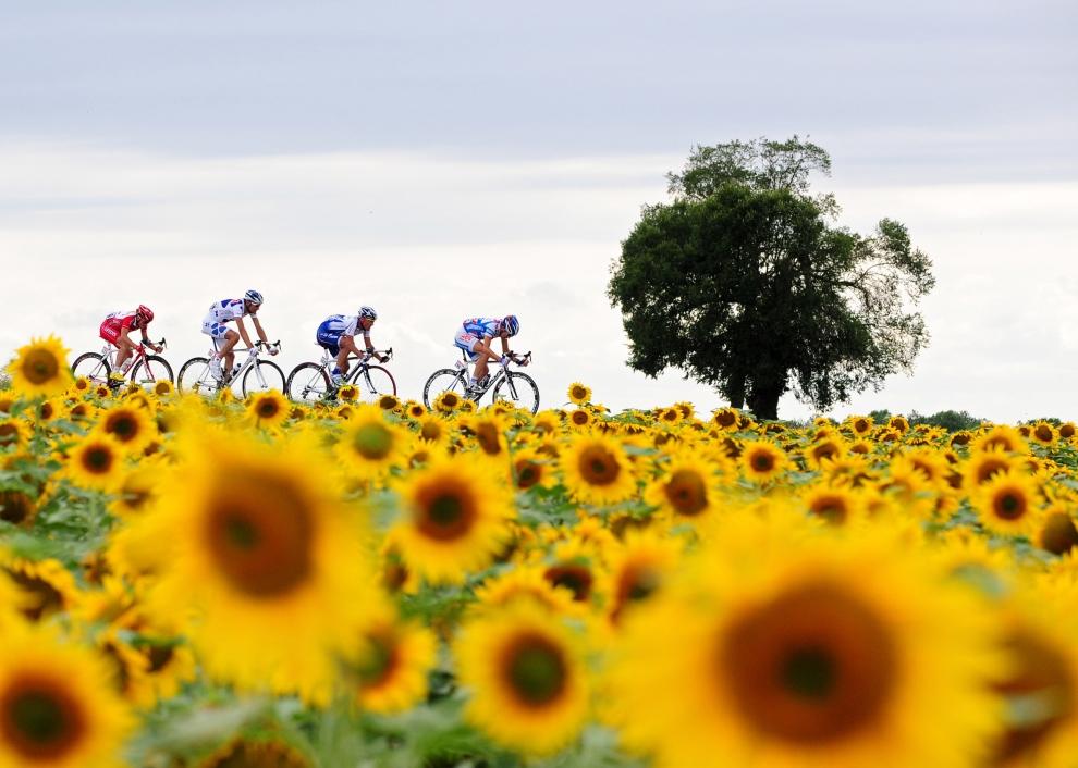 24. FRANCJA, Issoudun: Uciekająca czwórka kolarzy na trasie dziesiątego etapu Tour de France. (Foto: Jasper Juinen/Getty Images