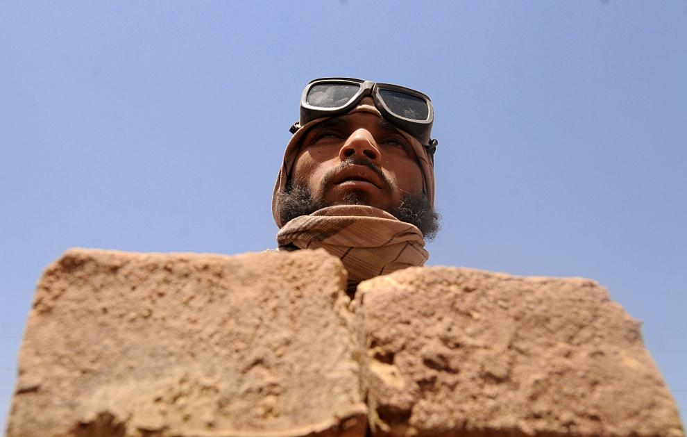 5. AFGANISTAN, Kabul: Ręcznie wykonane cegły po wyciągnieciu z pieca. AFP PHOTO/SHAH Marai