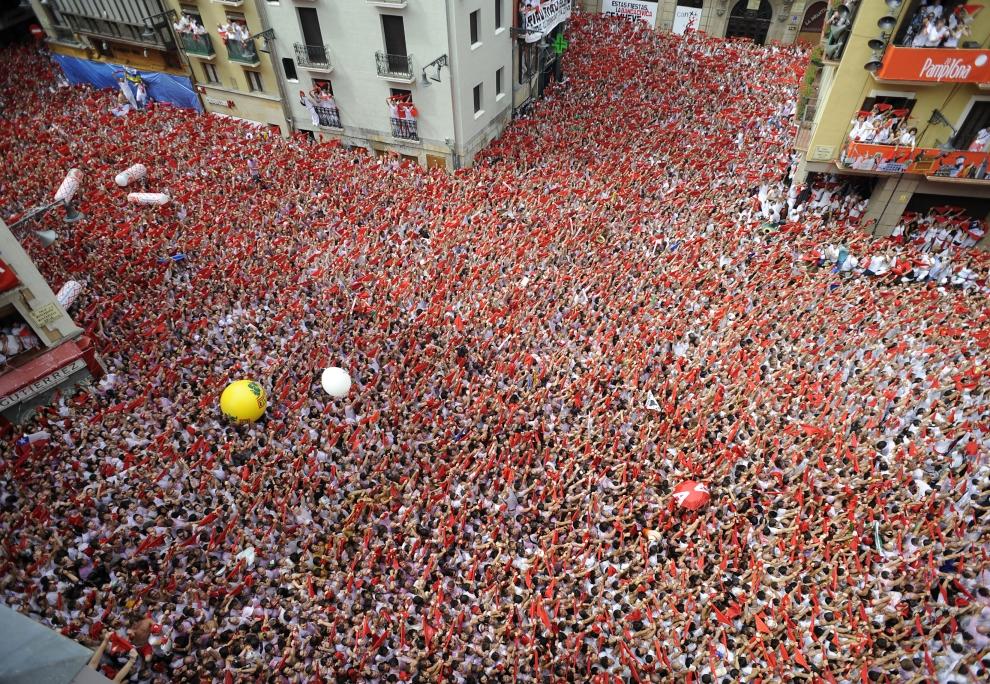 6. HISZPANIA, Pampeluna: W uroczystościach bierze udział około jendego miliona ludzi. AFP PHOTO / A. ARRIZURIETA