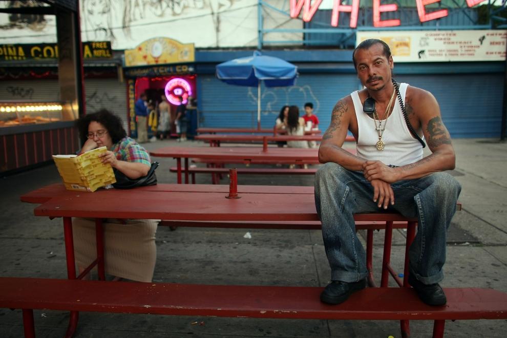 6. NOWY JORK, Brooklyn: Victor Medina, szef jednej z karuzeli na Coney Island. (Foto: Mario Tama/Getty Images)