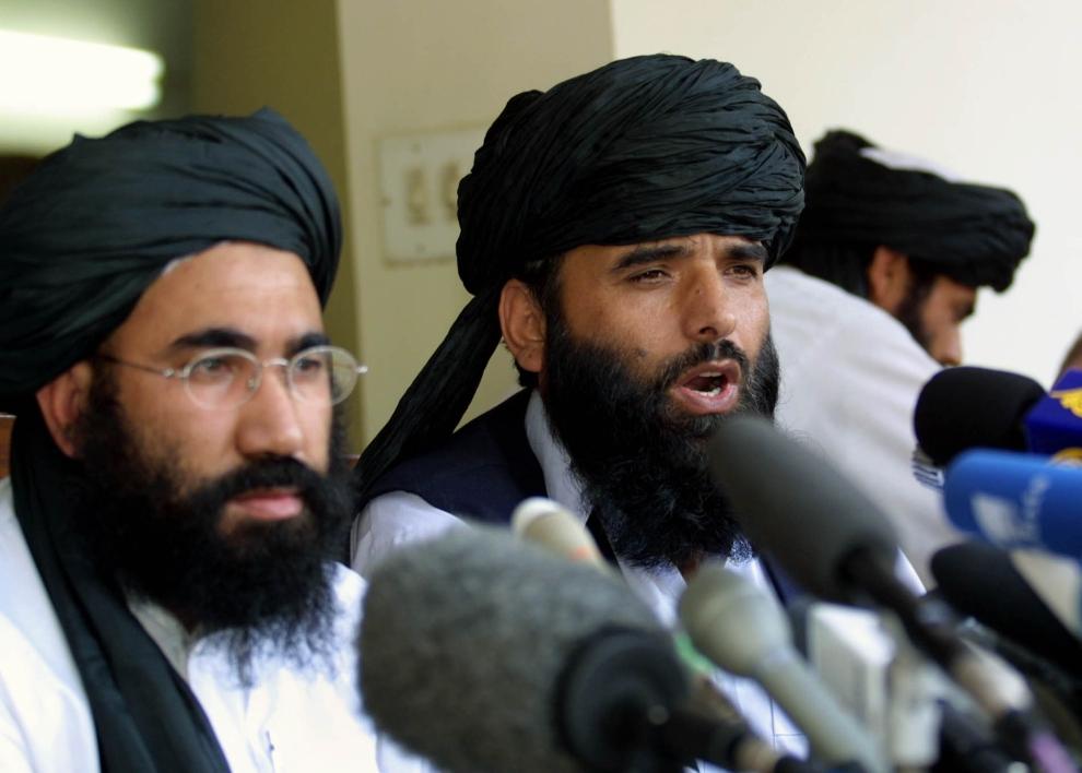 12. PAKISTAN, Islamabad, wrzesień 2001: Abdul Salam Zaeef, urzędnik talibańskiej ambasady w Islamabadzie, ostrzega USA przed konsekwencjami interwencji w Afganistanie. (Foto: Paula Bronstein/Getty Images)