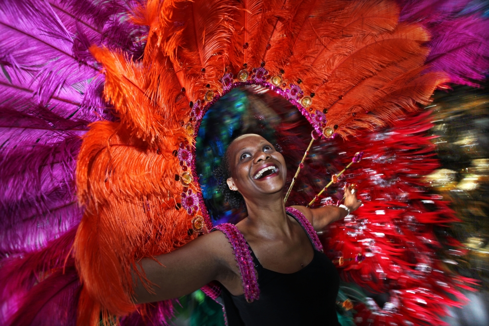 36. WIELKA BRYTNIA, Londyn, 15 sierpnia: Kobieta bawiąca się podczas karnawału w Notting Hill. (Foto: Dan Kitwood/Getty Images)