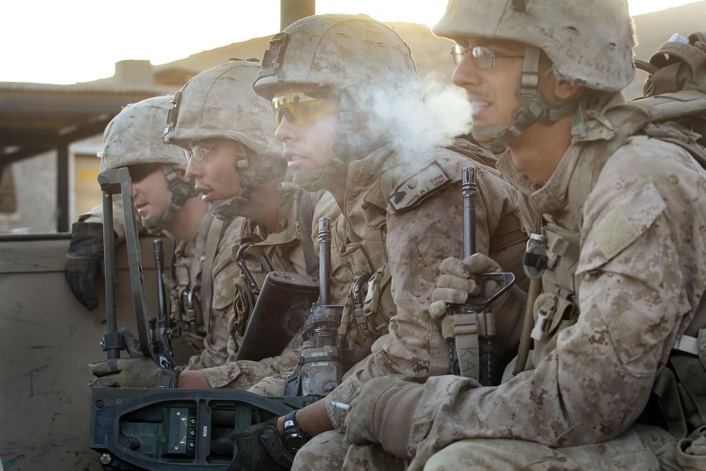 29. AFGANISTAN, Kajaki, 17 października 2010: Żołnierze z posterunku  Zeebrugge wyruszają na patrol. (Foto: Scott Olson/Getty Images)