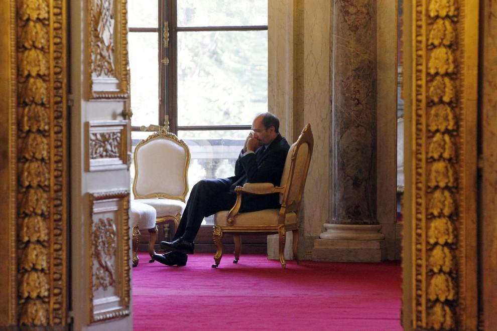 40. FRANCJA, Paryż, 18 października 2010: Francuski minister pracy – Eric Woerth – przed rozpoczęciem posiedzenia senatu. AFP PHOTO JOEL SAGET