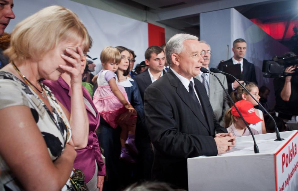 10. POLSKA, Warszawa, 4 lipca 2010: Wystąpienie Jarosława Kaczyńskiego po ogłoszeniu nieoficjalnych wyników wyborów. AFP PHOTO WOJTEK RADWANSKI