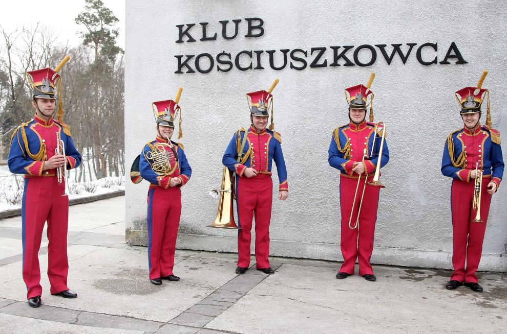 13. POLSKA, Warszawa, 17 marca 2010: Orkiestra wojskowa przed występem dla przebywającej w Polsce Camilli księżnej Kornwalii. (Foto:  Chris Jackson/Getty Images)
