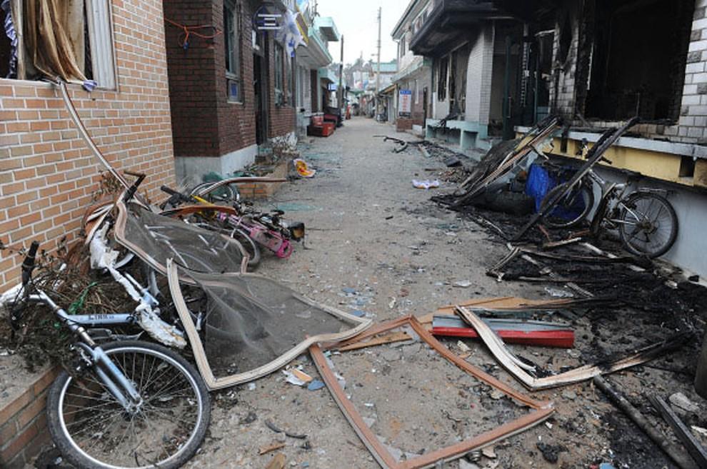 17. KOREA POŁUDNIOWA, Yeonpyeong, 24 listopada 2010: Zniszczone domy na ostrzelanej wyspie Yeonpyeong. (Foto: Getty Images)