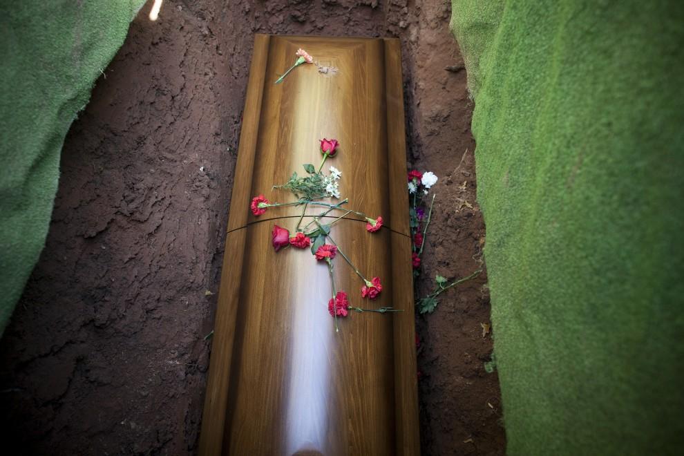 1. USA, Linden, 30 października 2010: Trumna z ciałem marines zabitego podczas misji w Afganistanie. Michael Nagle/Getty Images/AFP
