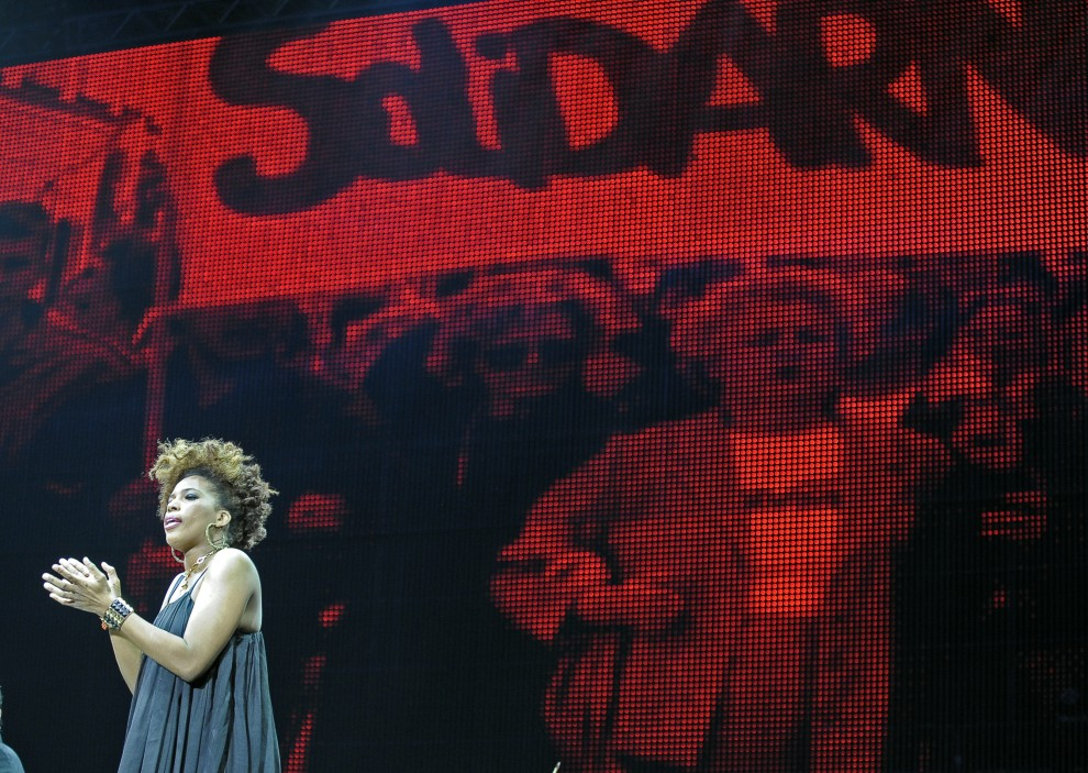 1. POLSKA, Gdańsk, 31 sierpnia 2010: Macy Gray podczas występu z okazji 30 rocznicy powstania Solidarności. AFP PHOTO/ JANEK SKARZYNSKI