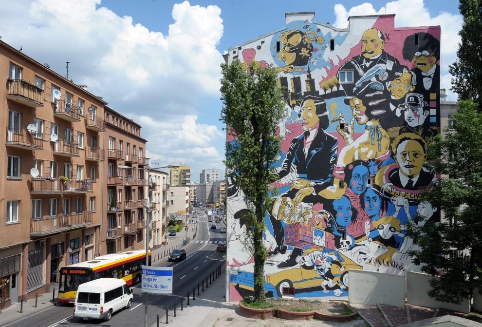 27. POLSKA, Warszawa, 1 lipca 2010: Graffiti nawiązujące do 200. rocznicy urodzin Fryderyka Chopina. AFP PHOTO / JANEK SKARZYNSK