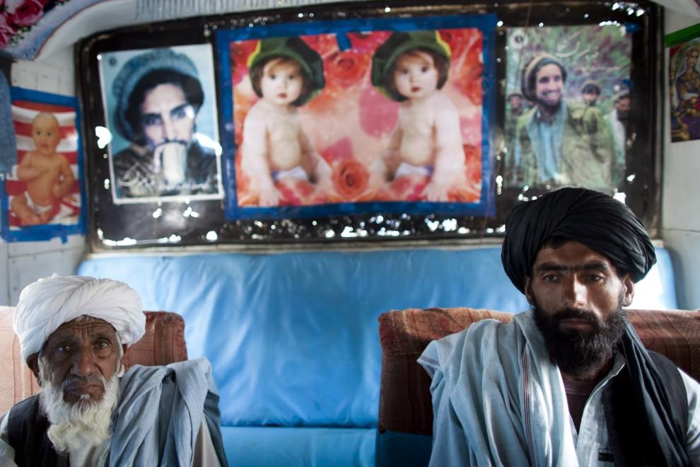 2. AFGANISTAN, Herat, 2 listopada 2010: Afgańczycy wyruszający na pielgrzymkę do Mekki. (Foto: Majid Saeedi/Getty Images)