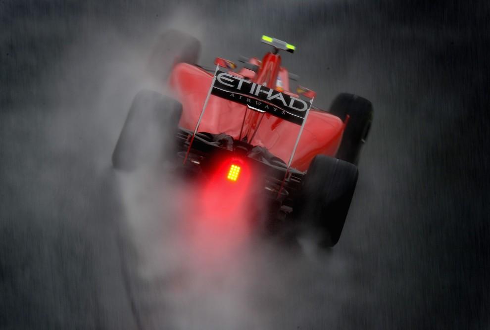 35. BRAZYLIA, Sao Paulo, 6 listopada 2010: Fernando Alonso podczas ulewy na torze w Sao Paulo. (Foto: Clive Mason/Getty Images)