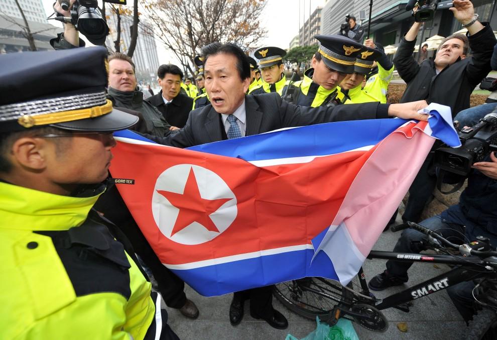 5. KOREA POŁUDNIOWA, Seul, 24 listopada 2010: Demonstracja konserwatywnych aktywistów przeciw działaniom Korei Północnej. AFP PHOTO / JUNG YEON-JE