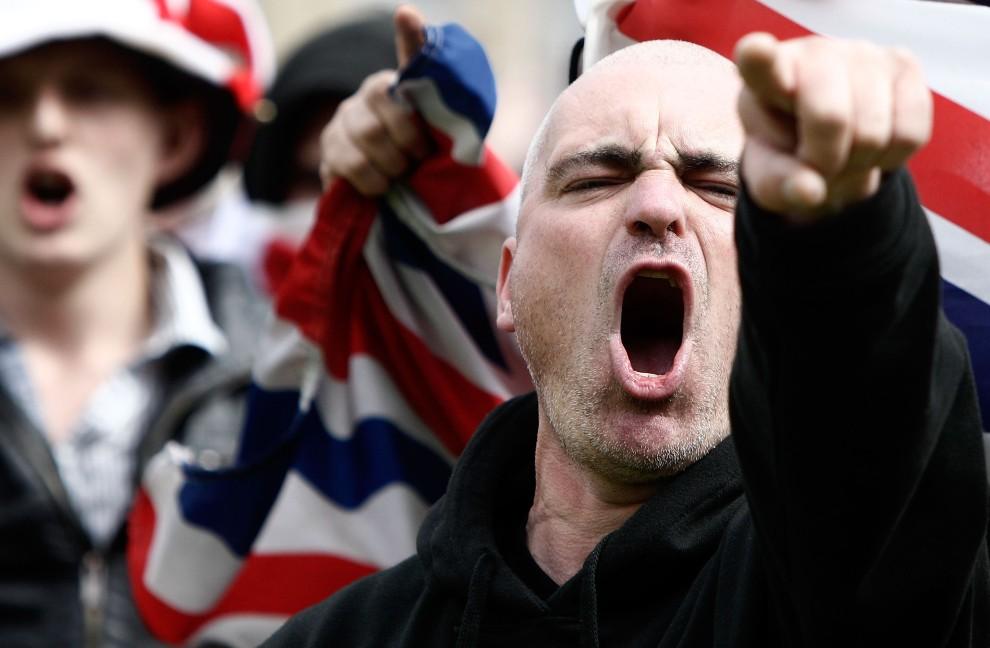 22. WIELKA BRYTANIA, Bradford, 27 sierpnia 2010: Protest członków skrajnie prawicowej English Defence League. (Foto: Matthew Lloyd/Getty Images)