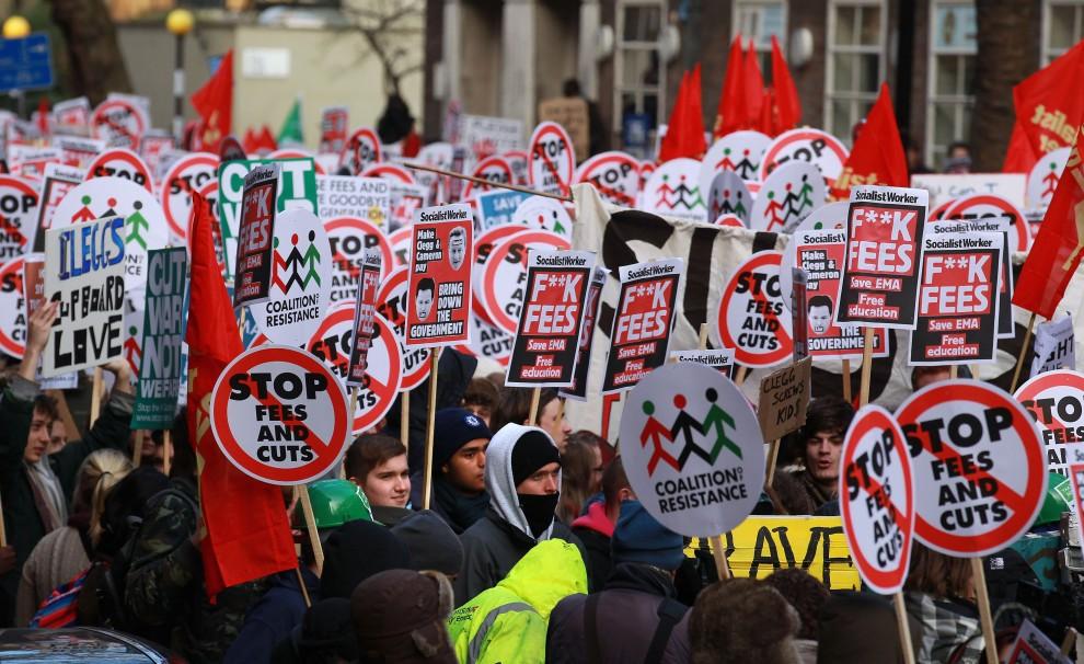 22. WIELKA BRYTANIA, Londyn, 9 grudnia 2010: Studenci zbierają się aby demonstrować w centrum Londynu. (Foto: Peter Macdiarmid/Getty Images)