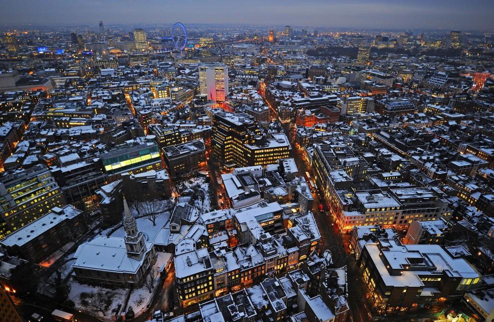 29. WIELKA BRYTANIA, Londyn, 20 grudnia 2010: Zaśnieżone centrum Londynu. AFP PHOTO/Carl de Souza