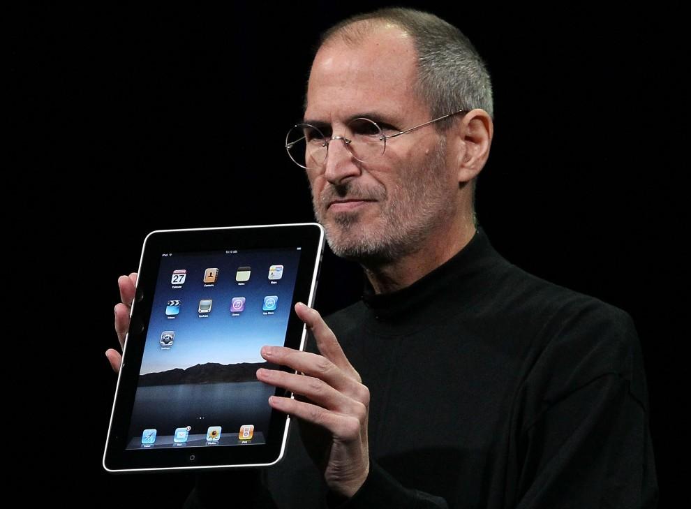 2. USA, San Francisco, 27 stycznia 2010: Steve Jobs podczas prezentacji nowego urządzenia nazwanego iPad. Justin Sullivan/Getty Images/AFP