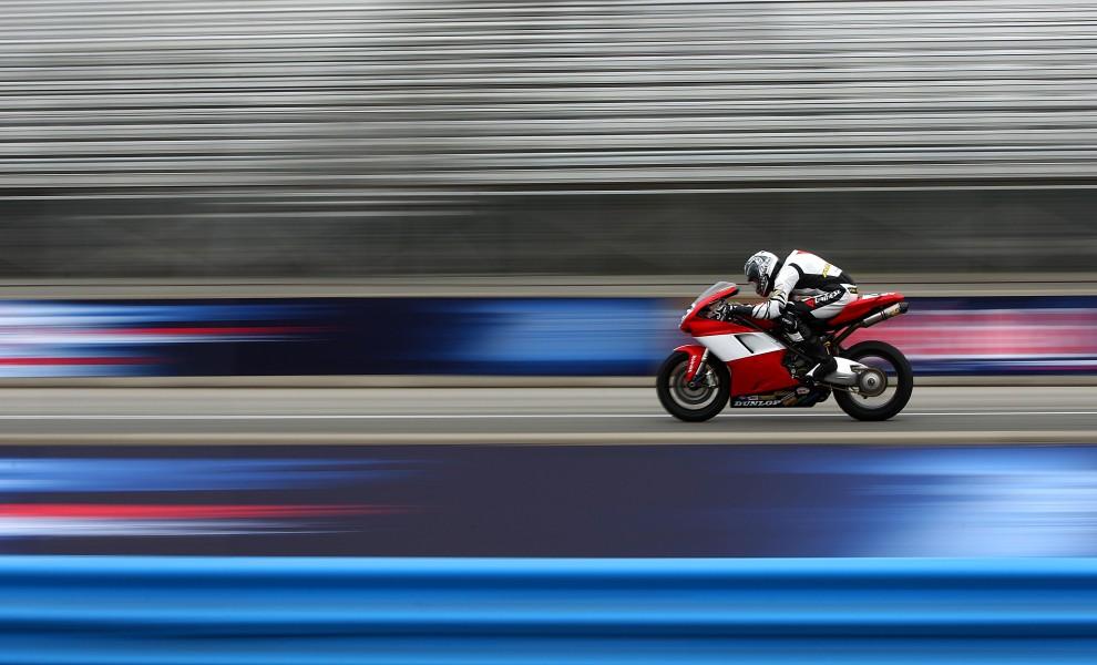 32. USA, Monterey, 24 lipca 2010: Patrick McCord na Ducati 848 podczas treningu na torze Mazda Laguna Seca Raceway. (Foto: Donald Miralle/Getty Images)