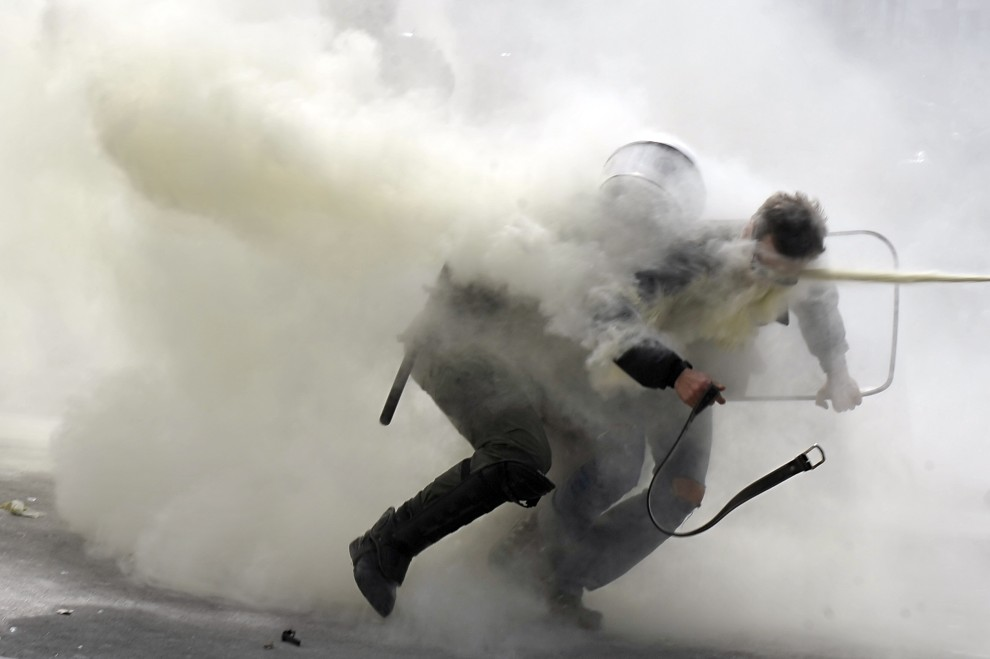 33. GRECJA, Ateny, 5 marca 2010: Zamieszki w stolicy Grecji, które wybuchły z powodu kryzysu finansowego. AFP PHOTO / LOUISA GOULIAMAKI