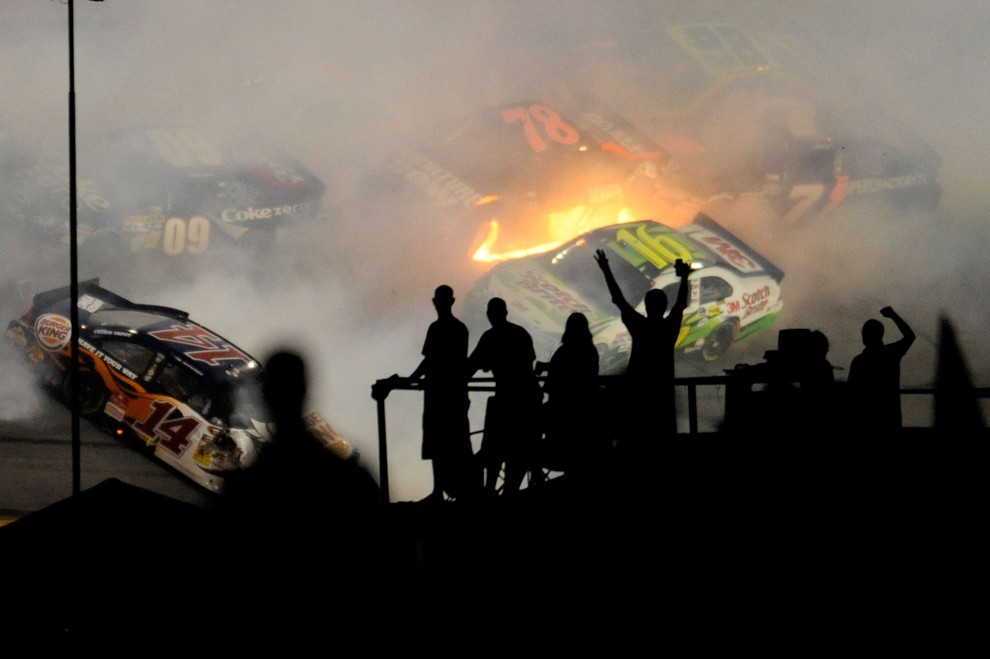 34. USA, Daytona Beacg, 3 lipca 2010: Kibice obserwuja wypadek na torze Daytona International Speedway. (Foto: John Harrelson/Getty Images for NASCAR)