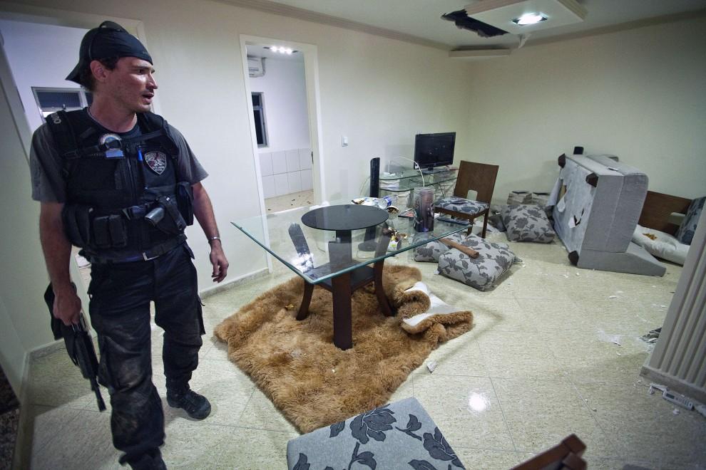 37. BRAZYLIA, Rio de Janeiro, 28 listopada 2010: Dom szefa gangu działającego w faweli Morro do Alemao. AFP PHOTO/Jefferson BERNARDES