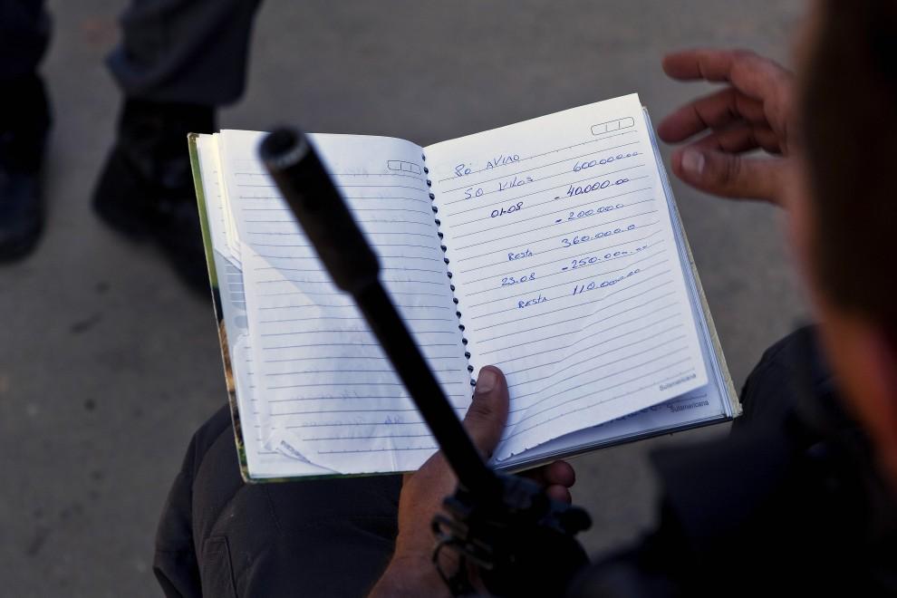 38. BRAZYLIA, Rio de Janeiro, 28 listopada 2010: Notatnik znaleziony w domu handlarza narkotyków. AFP PHOTO/Jefferson BERNARDES