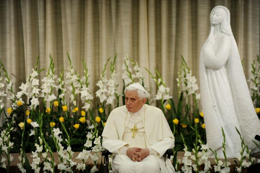 50. PORTUGALIA, Fátima, 13 maja 2010: Papież Benedykt XVI podczas spotkania z wiernymi. AFP PHOTO / VINCENZO PINTO