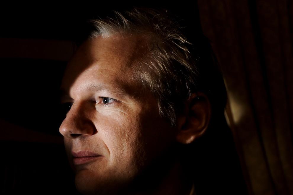 55. SZWAJCARIA, Genewa, 4 listopada 2010: Zatrzymany założyciel Wikileaks – Julian Assange. AFP PHOTO / FABRICE COFFRINI