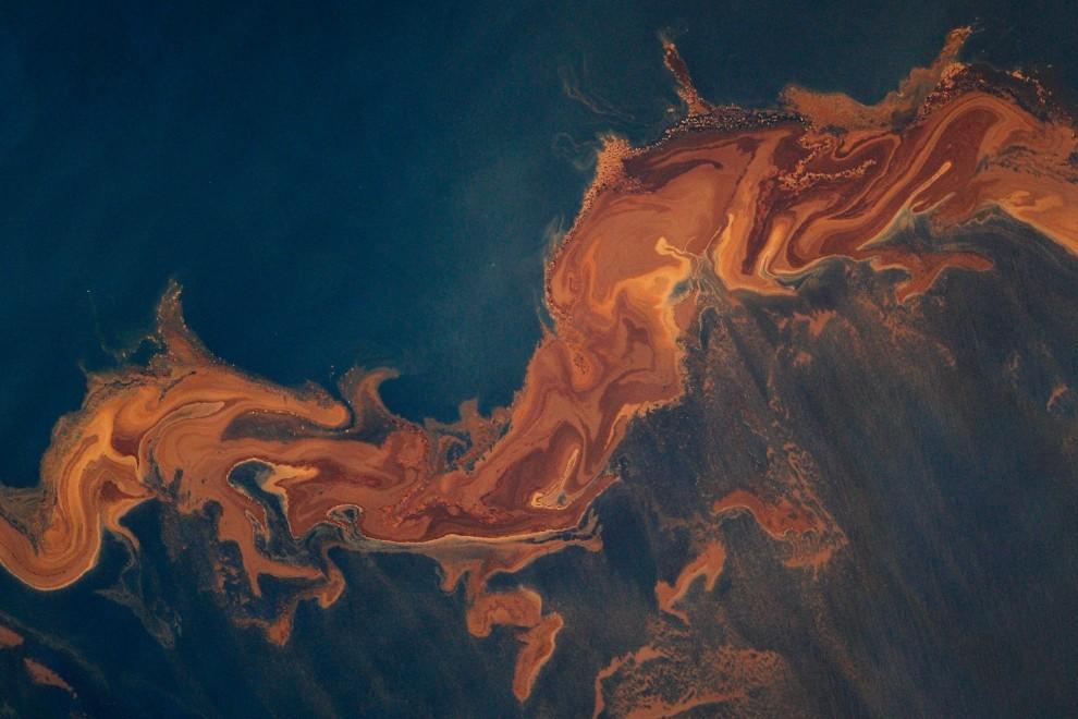 59.  USA, Zatoka Meksykańska, 6 maja 2010: Duże ilości ropy naftowej unoszące się na wodach Zatoki Meksykańskiej po katastrofie Deepwater Horizon. (Foto: Chris Graythen/Getty Images)