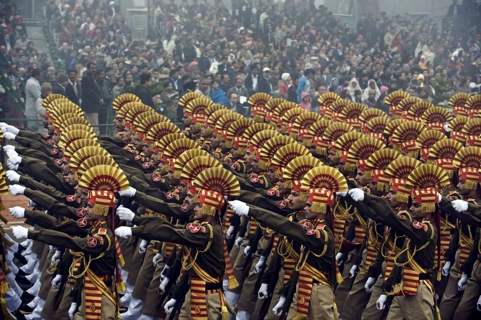 8. INDIE, New Delhi, 26 stycznia 2010: Żołnierze biorący udział w defiladzie z okazji Dnia Republiki. AFP PHOTO/PEDRO UGARTE