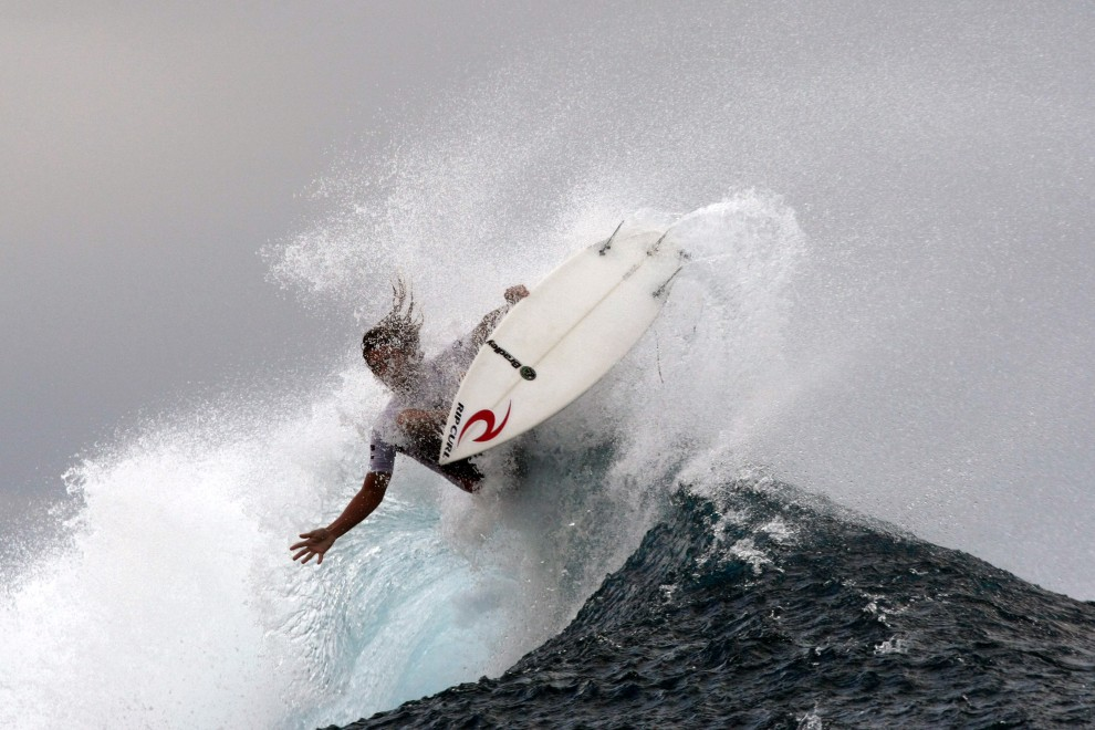 8. POLINEZJA FRANCUSKA, Teahupoo Reef, 1 września 2010: Australijczyk Matt Wilkinson podczas zawodów surfingowych. AFP PHOTO GREGORY BOISSY