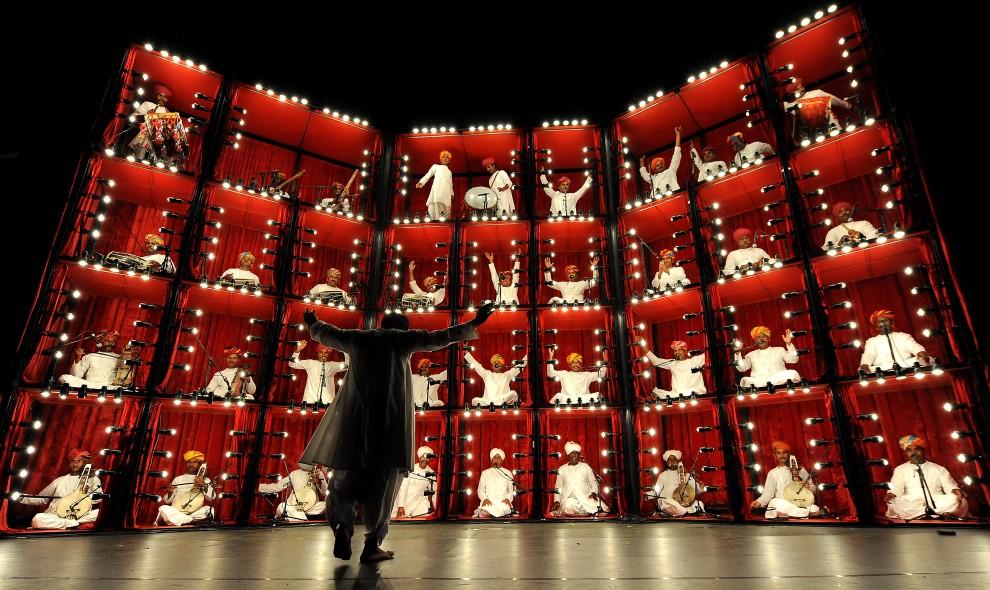 9. AUSTRALIA, Sydney, 9 stycznia 2010: Występ grupy muzycznej The Manganiyar Seduction. AFP PHOTO / Torsten BLACKWOOD