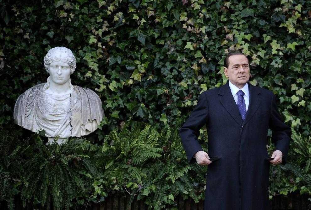 10. WŁOCHY, Rzym, 18 stycznia 2011: Premier Silvio Berlusconi podczas spotkania z prezydentem Słowenii – Danilo Turkem. AFP PHOTO / Filippo MONTEFORTE