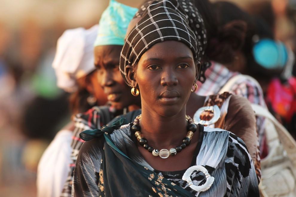 10. SUDAN, Dżuba, 9 stycznia 2011: Kolejka kobiet czekających na oddanie głosu w referendum. (Foto: Spencer Platt/Getty Images)