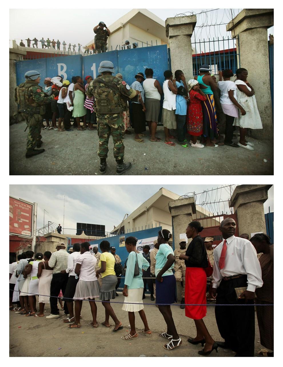 10. i 11.  HAITI, Port-au-Prince, zdjęcie pierwsze z 9 stycznia 2010: Mężczyźni obserwują z murów kolejkę po żywność.   Zdjęcie drugie z 12 stycznia 2011: To samo miejsce – Haitańczycy czekają w kolejce do wejścia na Festiwal Nadziei. (Foto: Mario Tama/Getty Images)