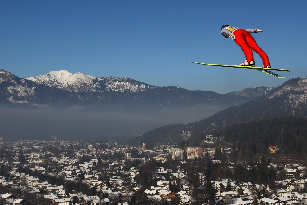 11. NIEMCY, Garmisch-Partekirchen, 1 stycznia 2011: Thomas Morgenstern podczas skoku na obiekcie w Garmisch-Partekirchen. (Foto: Alex Grimm/Bongarts/Getty Images)