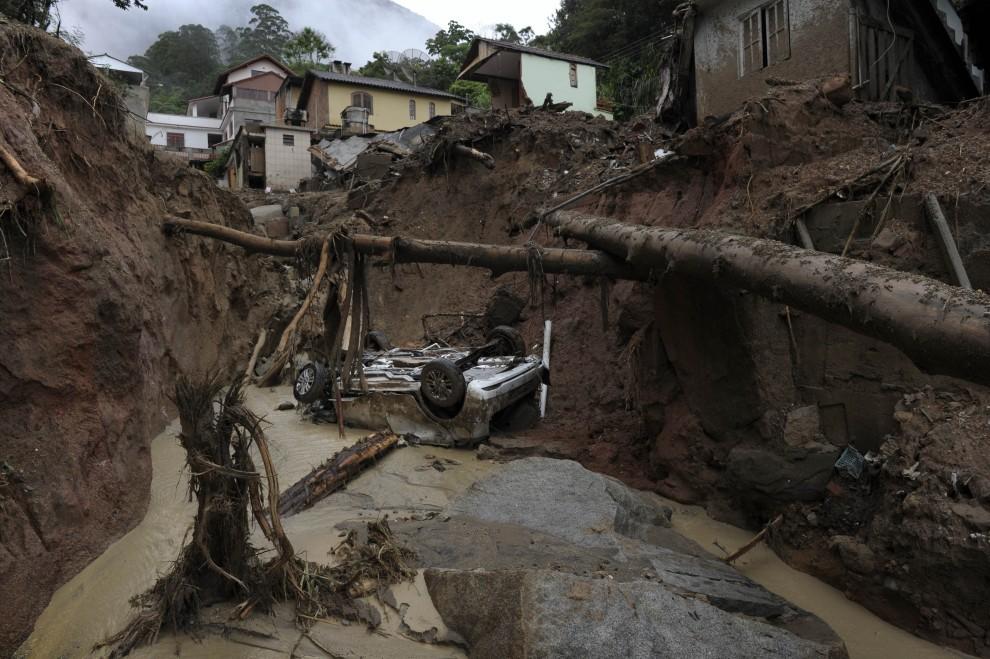 12. BRAZYLIA, Nova Friburgo, 16 stycznia 2011: Centrum miasta po przejściu lawiny błota. AFP PHOTO/Mauricio LIMA